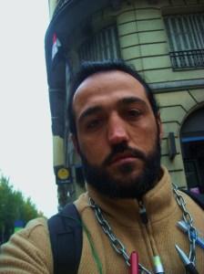 Zinar Ala li hemberî balyozxaneya Suriyê li Madrîdê
