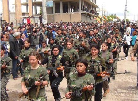Keçên temen biçûk di nav refên YPGê de / Facebook