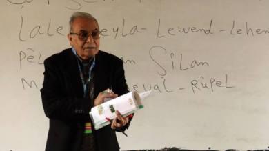 Elî Elî yê 70 salî zimanê kurdî fêr dike