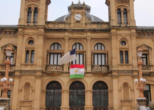 Ala Kurdistanê li Donostia