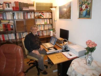 Nivîskar Zinarê Xamo di nivîsgeha xwe de li Stockholmê /  ji Facebooka Reşad Ozkan